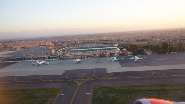 Marrakeschs Flughafen Menara von oben
