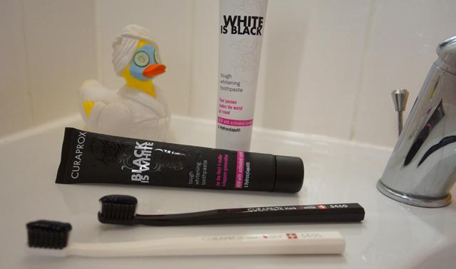 Curaprox schwarze Zahnpasta Test Black Is White 01