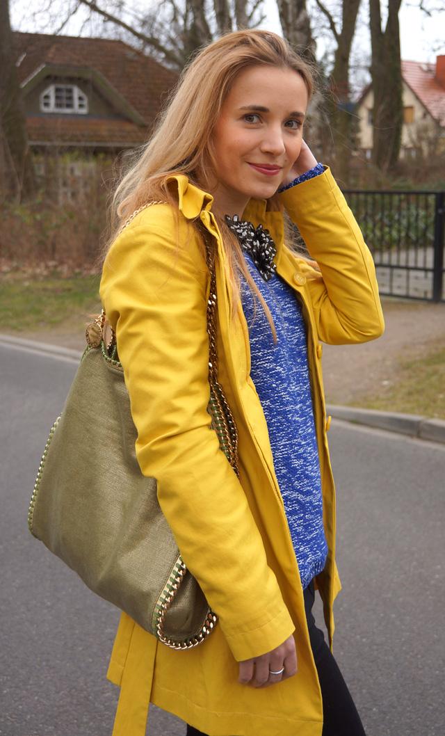 Gelber Gute-Laune-Mantel Sisley Outfit 02