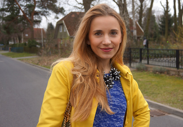 Gelber Gute-Laune-Mantel Sisley Outfit 03