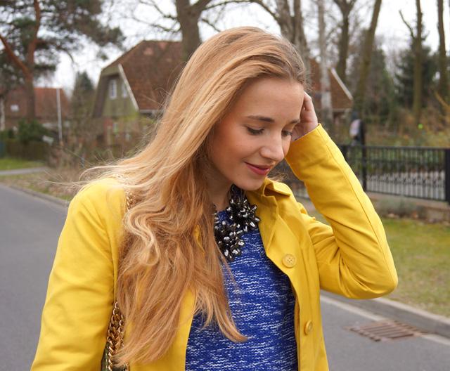 Gelber Gute-Laune-Mantel Sisley Outfit 05
