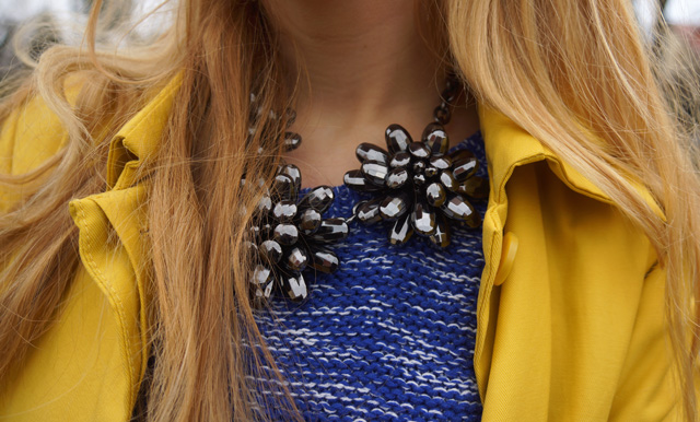 Gelber Gute-Laune-Mantel Sisley Outfit 06