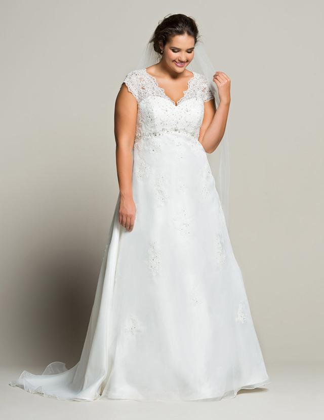 Hochzeitskleider für kurvige Frauen bei Navabi
