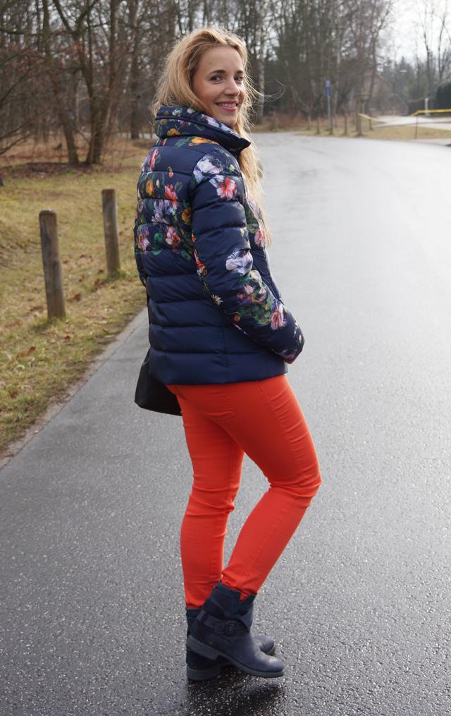 Judith William Outfit Blumen Daunenjacke Milano 04