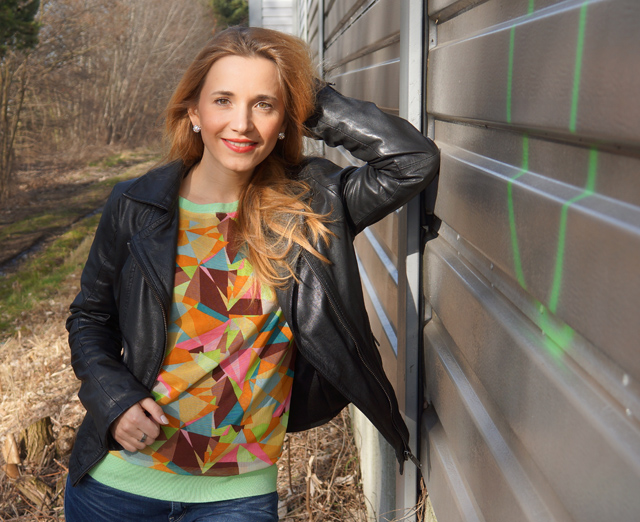Trendiger Pullover mit grafischem Muster von Sarah Kern 01