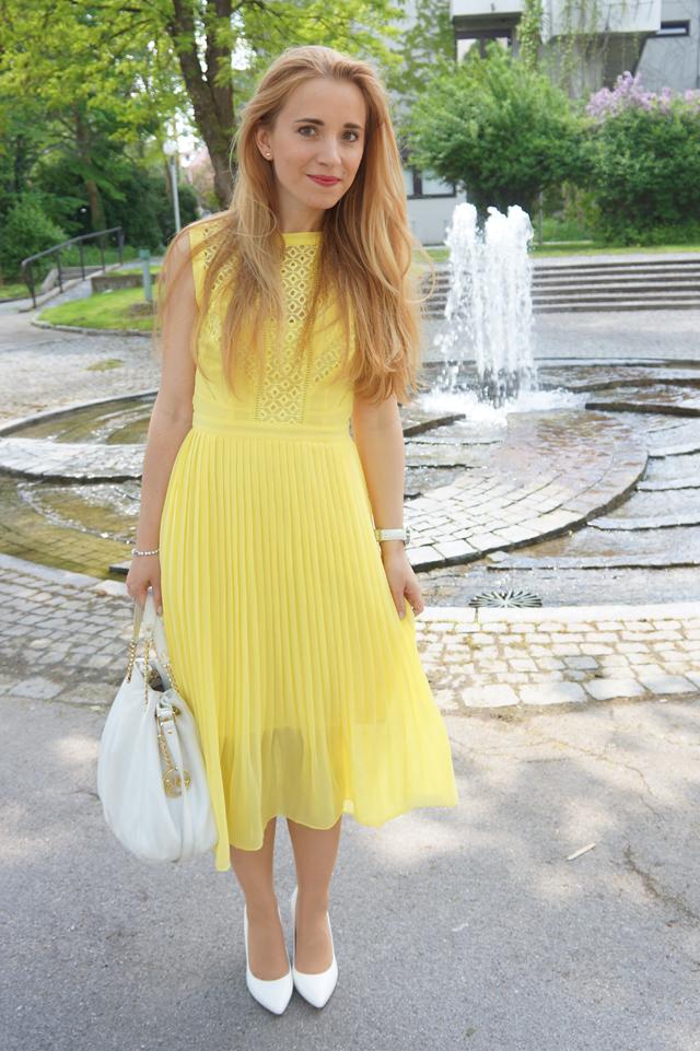 Langes kleid als hochzeitsgast 22 elegante kleider f r for Elegante damenmode fa r hochzeit
