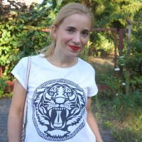 Outfit rote Leo-Shorts 01
