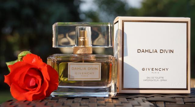 Parfüm Givenchy Dahlia Divin Eau de Toilette Duft 01