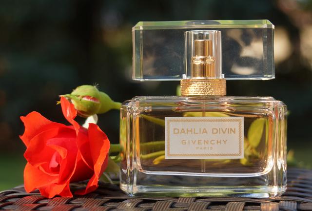 Parfüm Givenchy Dahlia Divin Eau de Toilette Duft 02