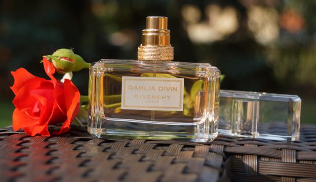 Parfüm Givenchy Dahlia Divin Eau de Toilette Duft 03