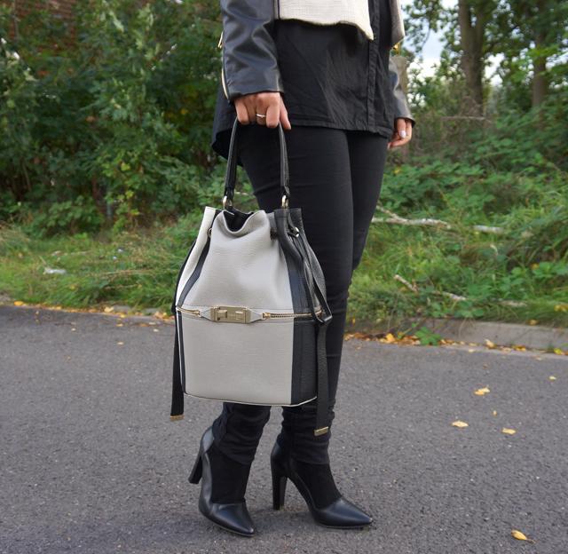 Outfit Furla Bucket Bag 04
