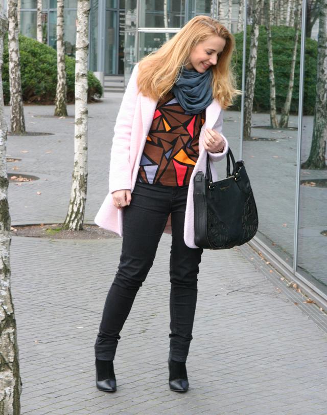 Outfit Ovanti Pullover mit Dreiecken 02