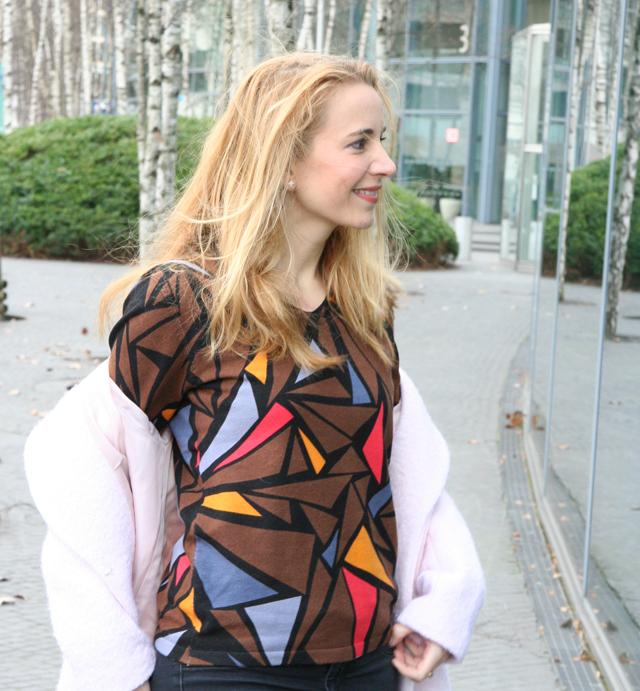 Outfit Ovanti Pullover mit Dreiecken 04