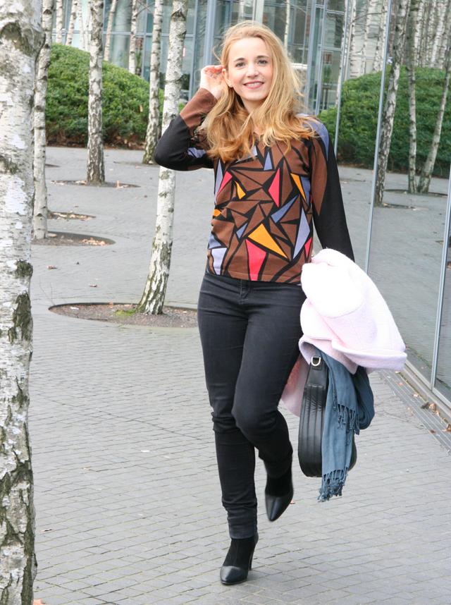 Outfit Ovanti Pullover mit Dreiecken 05