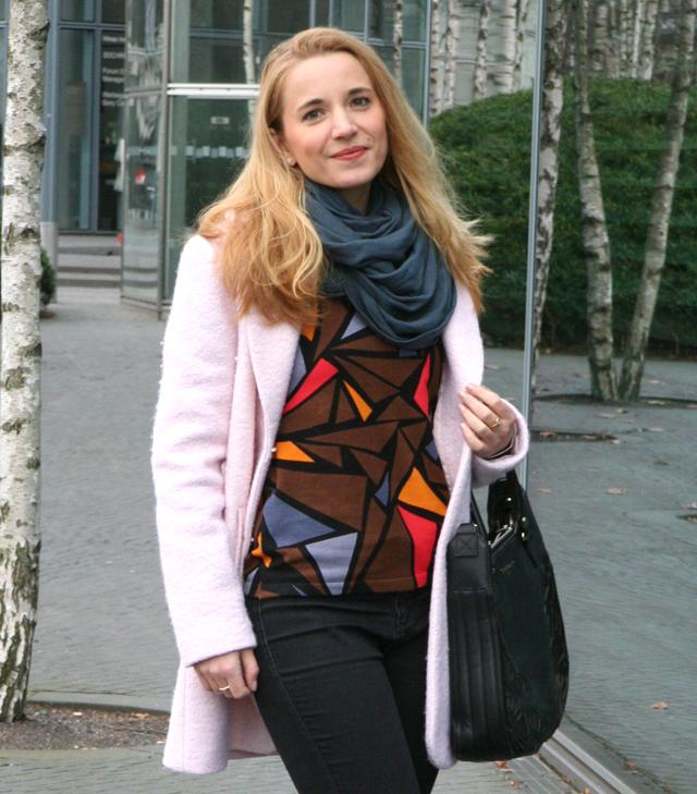 Outfit Ovanti Pullover mit Dreiecken 06