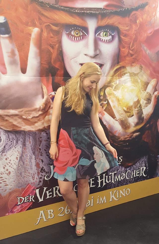 Outfit EMP Alice im Wunderland Flower Kleid