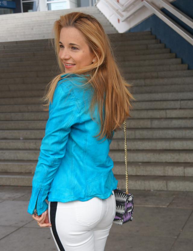 Outfit Rock Chic mit Bomboogie Lederjacke blau 04