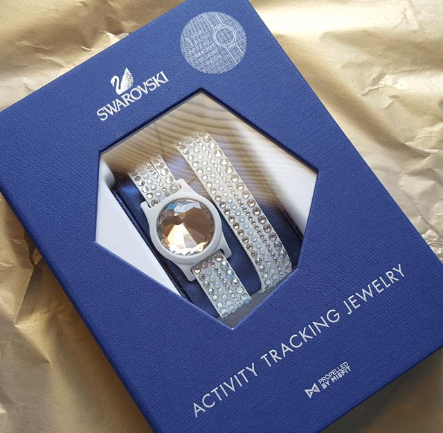 Fitnessarmband Swarovski Activity Tracking Jewelry Test 02