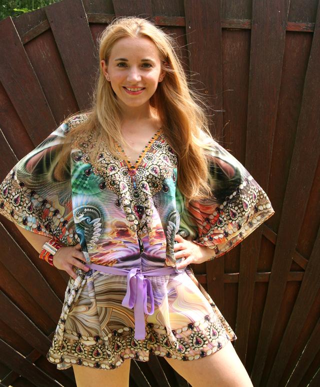 Zugeschnürt Shop Tunika mit Strass Outfit 03