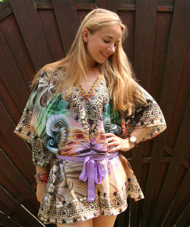 Zugeschnürt Shop Tunika mit Strass Outfit 04