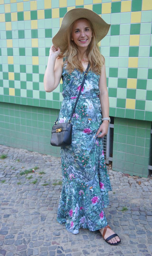 Outfit Maxikleid, Hut & Ralph Lauren Tasche 04