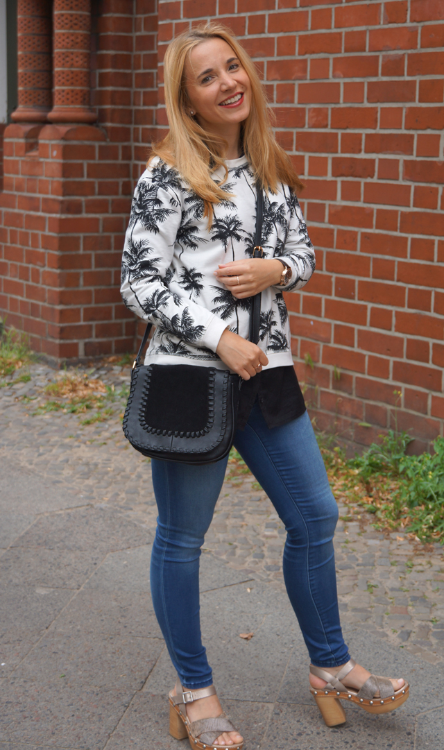Outfit Palmen-Print-Pullover 01
