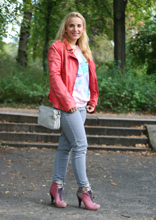 outfit-pink-feather-booties-dogo-02