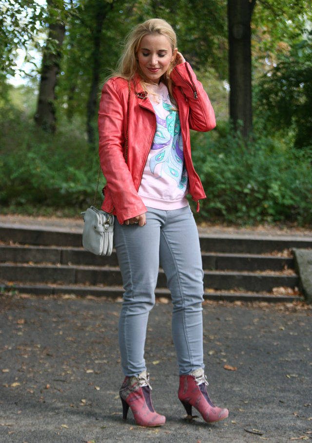 outfit-pink-feather-booties-dogo-04