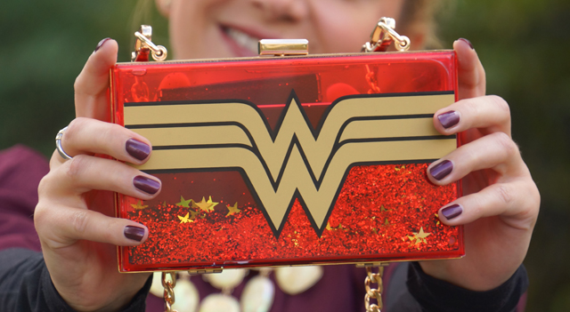outfit-wonder-woman-bag-01