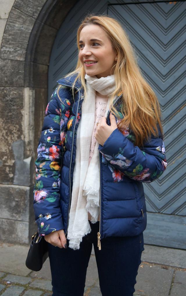 Outfit Blumen-Daunenjacke Milano 03