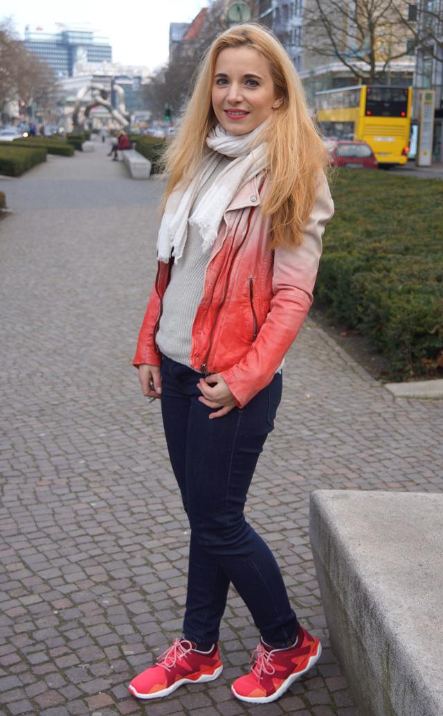 Outfit Merrell Turnschuhe und Muubaa Lederjacke 02
