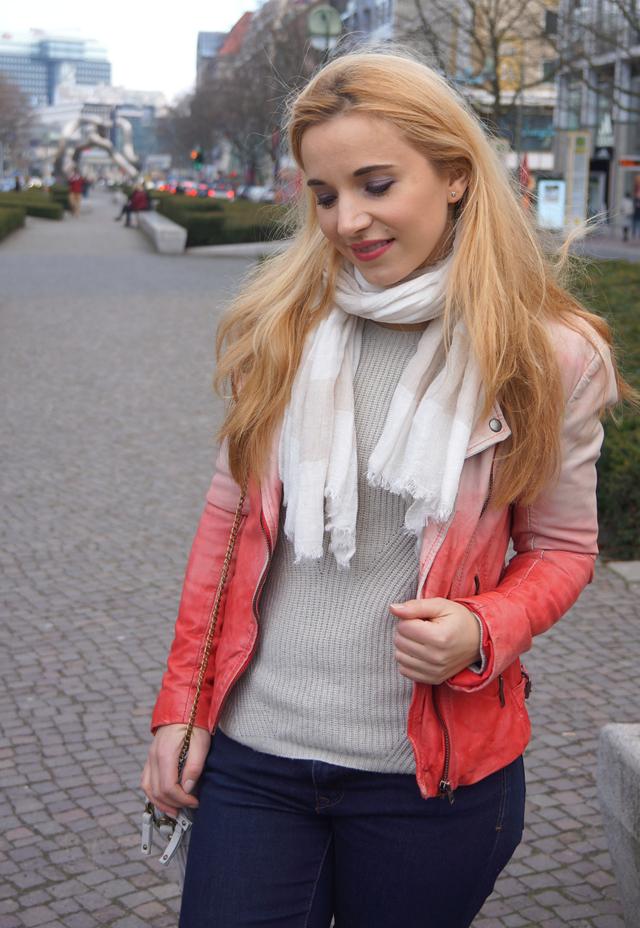 Outfit Merrell Turnschuhe und Muubaa Lederjacke 04