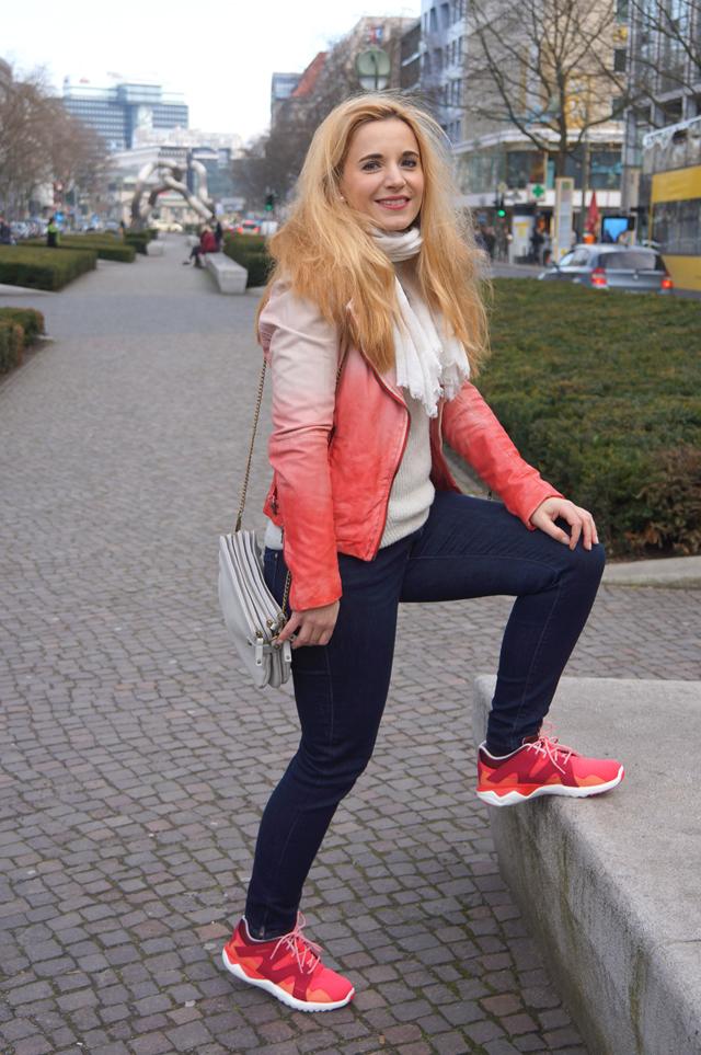 Outfit Merrell Turnschuhe und Muubaa Lederjacke 05