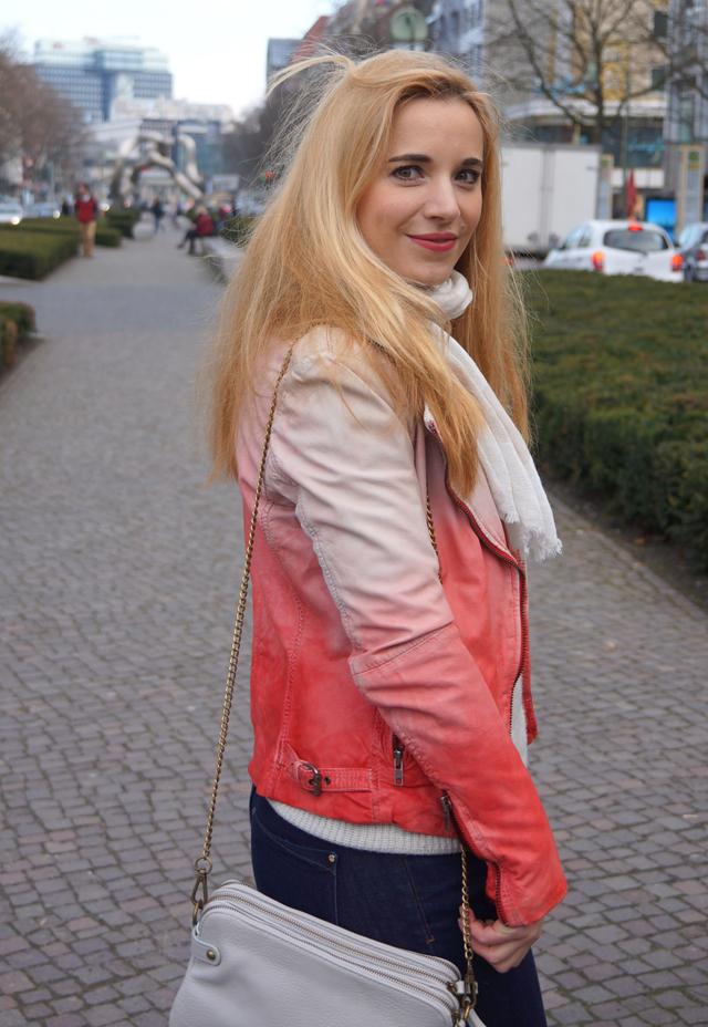 Outfit Merrell Turnschuhe und Muubaa Lederjacke 06