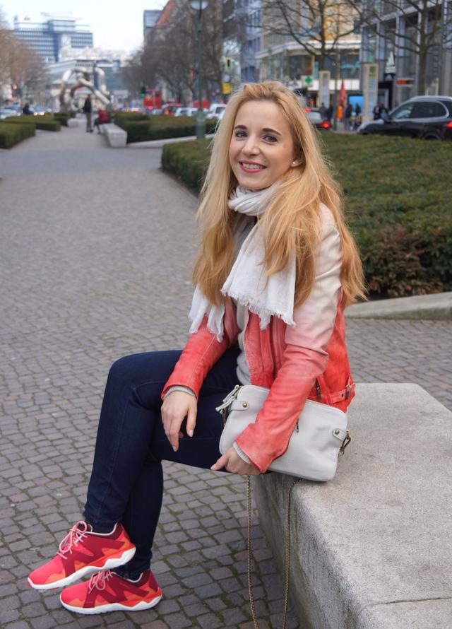 Outfit Merrell Turnschuhe und Muubaa Lederjacke 09