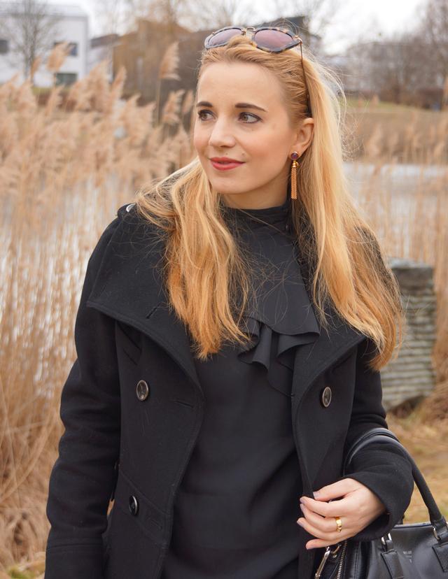 Outfit schwarze Rüschenbluse 05