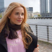 Outfit Marina Hoermanseder Pullover rosa 01