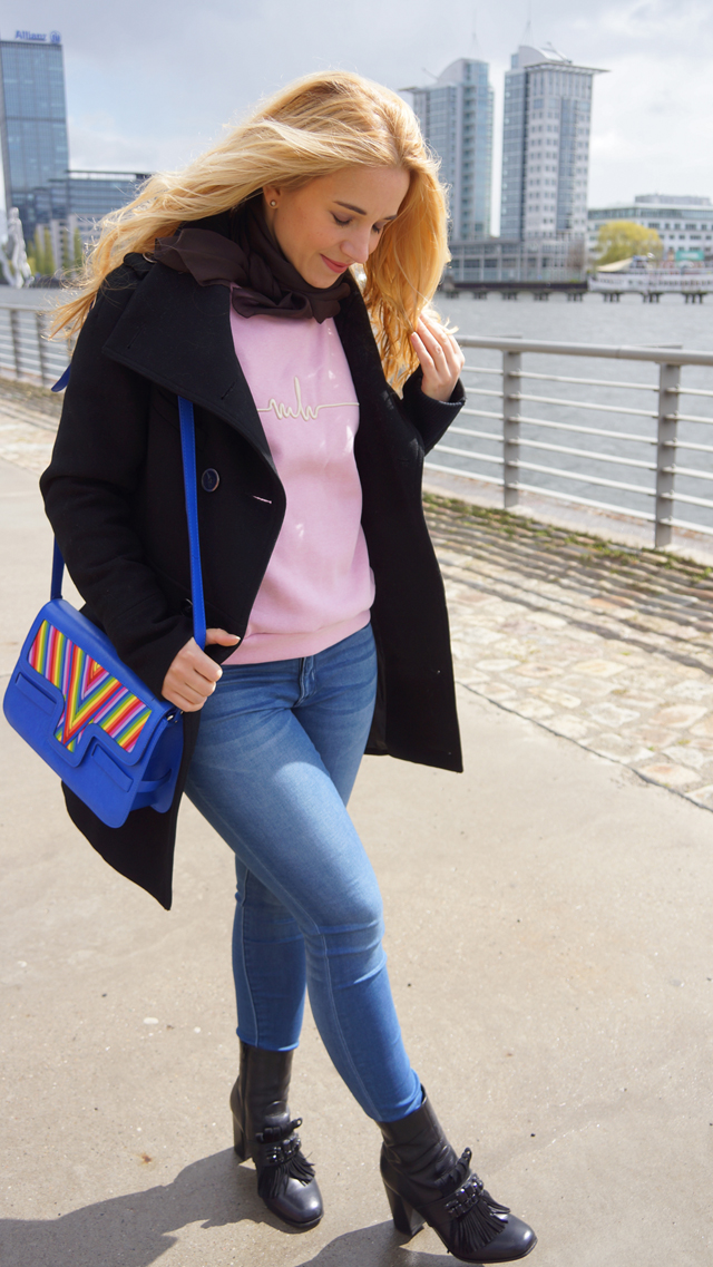 Outfit Marina Hoermanseder Pullover rosa 04