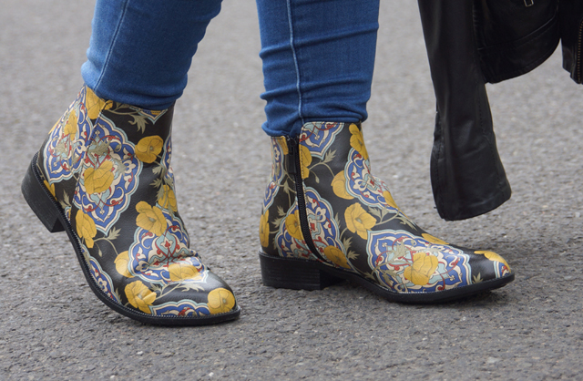 Outfit Dogo Chelsea Boots Tiles an Flowers 07
