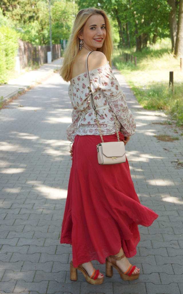 Outfit Off-Shoulder Blümchenbluse und Maxirock 03