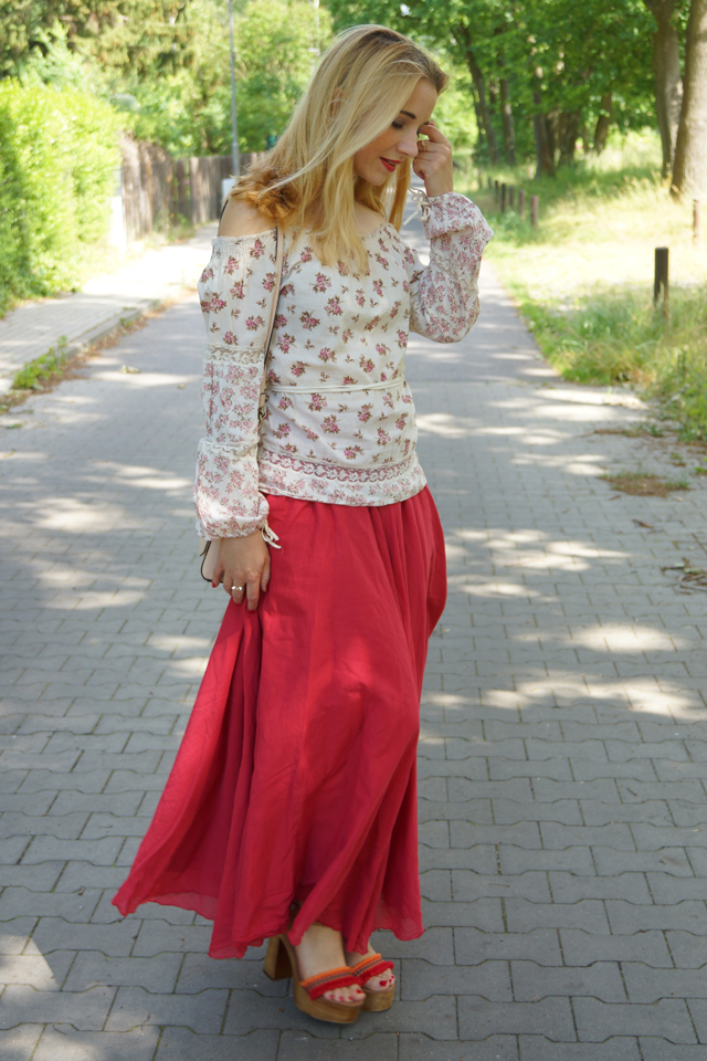 Outfit Off-Shoulder Blümchenbluse und Maxirock 04