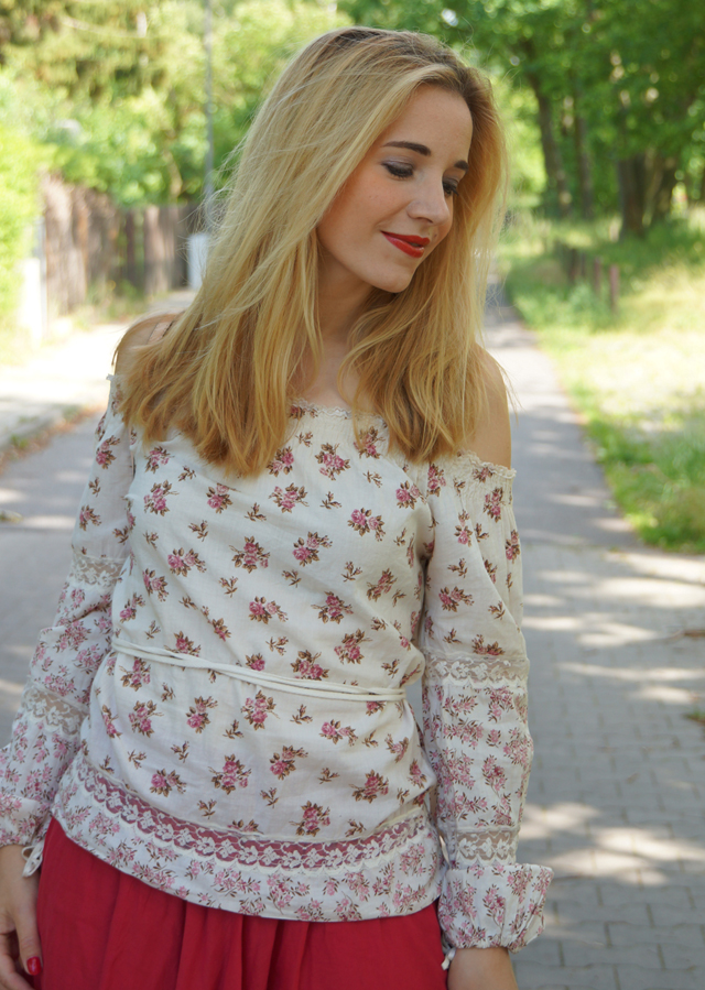 Outfit Off-Shoulder Blümchenbluse und Maxirock 07