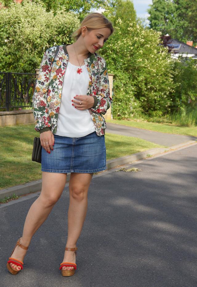 Outfit Zara Blumen Blouson Mai Piu Senza Sandaletten 03