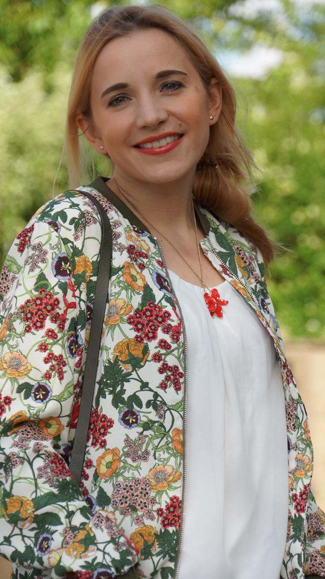 Outfit Zara Blumen Blouson Mai Piu Senza Sandaletten 04