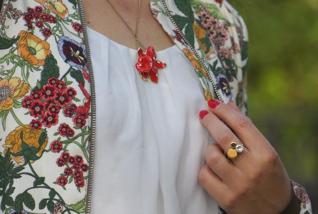 Outfit Zara Blumen Blouson Mai Piu Senza Sandaletten 05