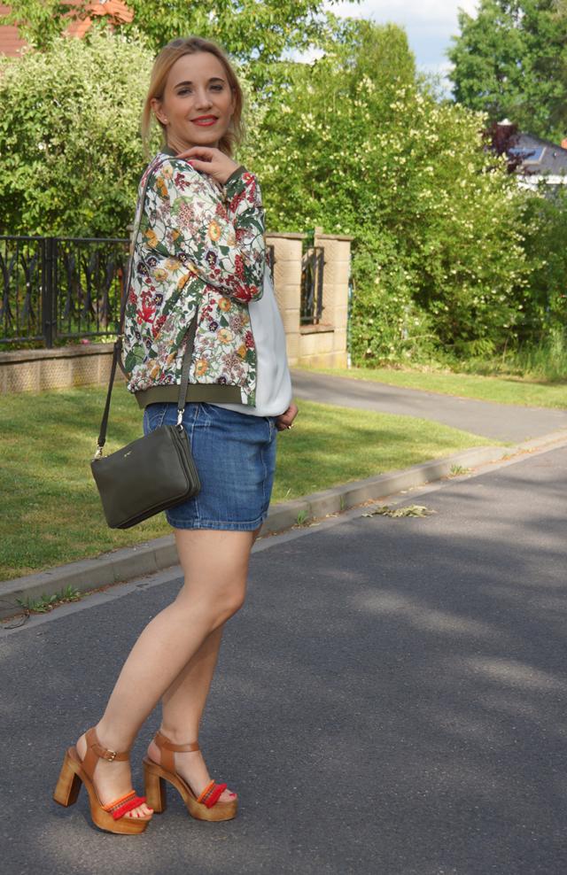Outfit Zara Blumen Blouson Mai Piu Senza Sandaletten 06