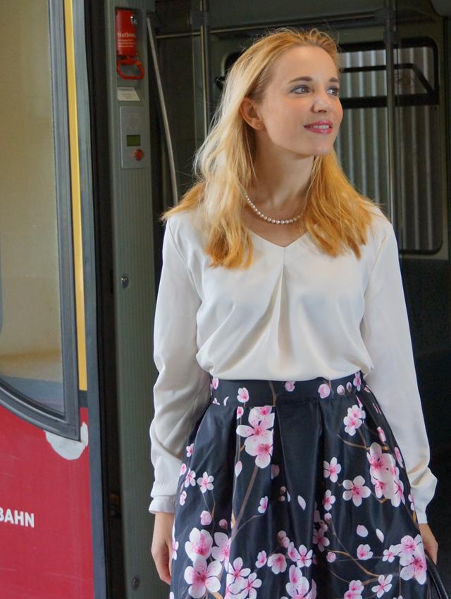 Outfit Kirschblütenrock und weiße Bluse 06