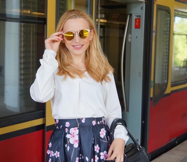 Outfit Kirschblütenrock und weiße Bluse 09