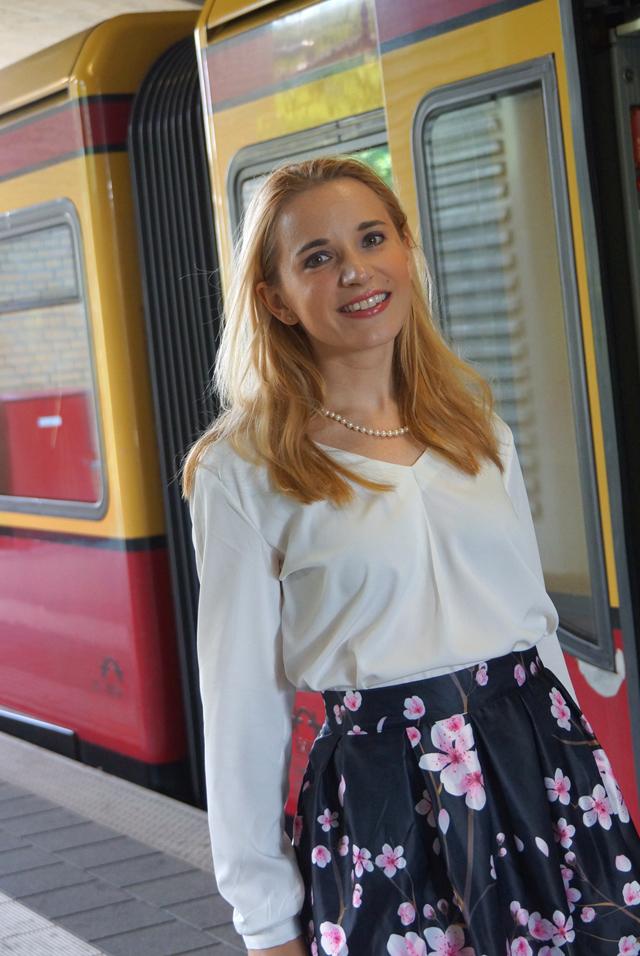 Outfit Kirschblütenrock und weiße Bluse 08
