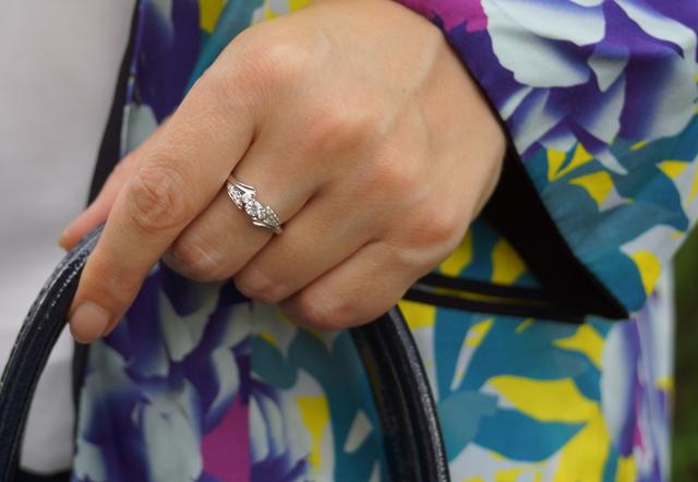 Outfit Silber Metallic-Loafer & Blumen-Kimono 10